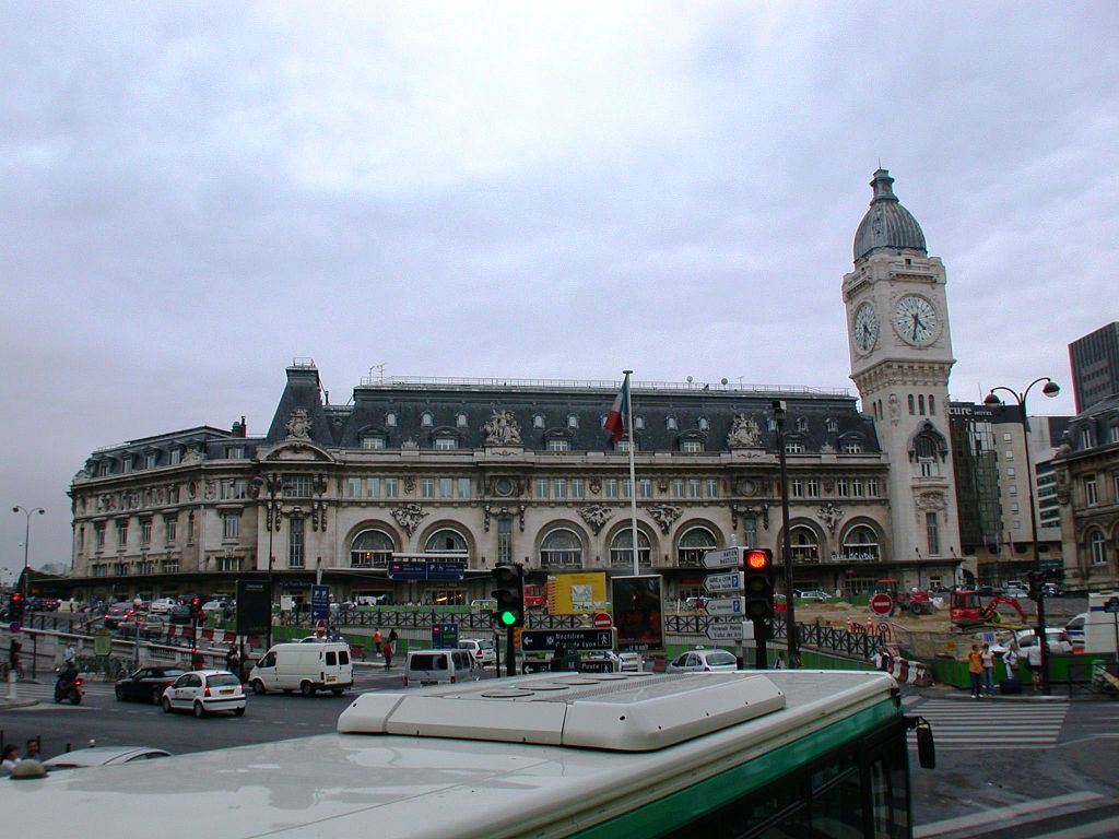 English gare de lyon paris france photo by wt shared riggwelter august 2006 - Bureau change gare de lyon ...