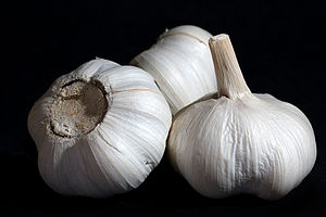 English: Garlic Bulbs