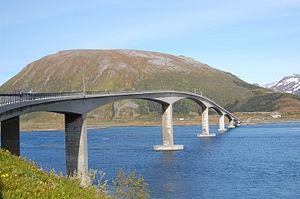 Gimsøya - Image: Gimsoystraumen Bridge Lofoten 2009