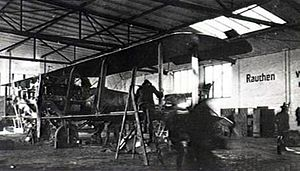Gotha G.VII bomber being assembled 1918.jpg