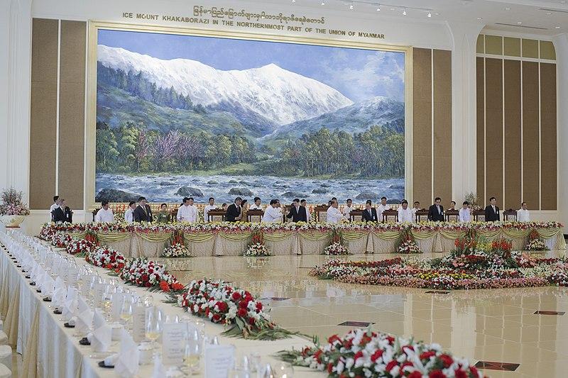 文件:政府在Naypyidaw.jpg午餐接待