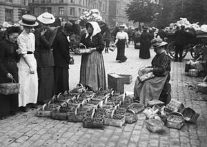 Israels Plads - Amager Ladies selling strawberries