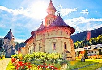 Putna Monastery - Image: Grădina Edenului numită Putna impresionată de astrul de foc