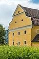 Grafenstein Schloss 2 Wirtschaftsgebäude beim Schloss NW-Teilansicht 26072018 6040.jpg