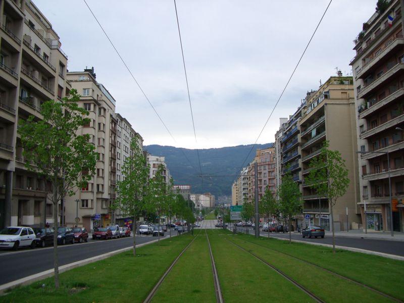 http://upload.wikimedia.org/wikipedia/commons/thumb/b/bb/Grands_Boulevards_Joffre.JPG/800px-Grands_Boulevards_Joffre.JPG