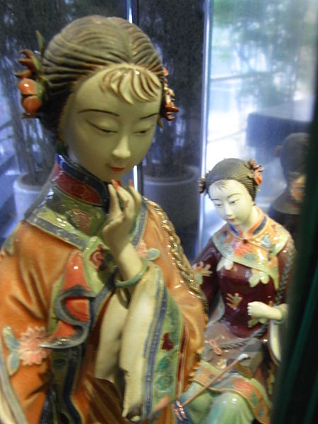 File:HK Sheung Wan Civic Centre 陶藝人物塑像 Ceramic sculpture 2 Chinese figures April-2012.JPG