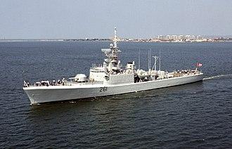 Død Kalm - Image: HMCS Mackenzie (DDE 261) off San Diego 1992