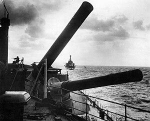 BL 15 inch Mk I naval gun - Image: HMS Hood Aft guns 1926 USNHC 57184