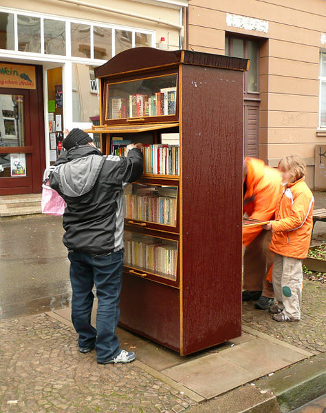 File:Hannover, public bookcase.jpg
