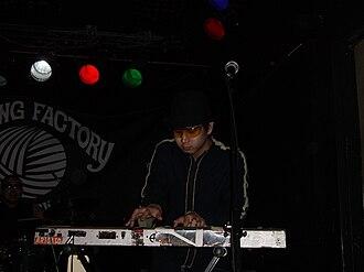 Masayuki Hiizumi - Masayuki Hiizumi performing with Pe'z in 2006.