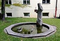 Hl Franz von Assisi Brunnen München.jpg