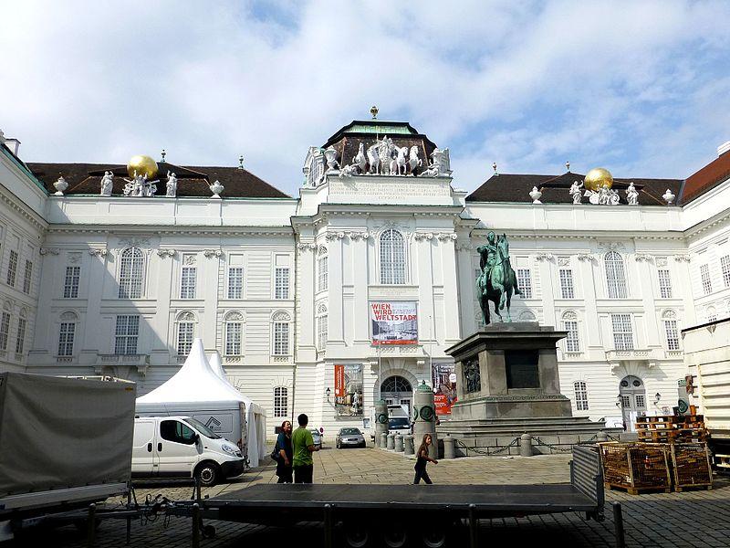 File:Hofburg Josefsplatz Wien Austria - panoramio.jpg