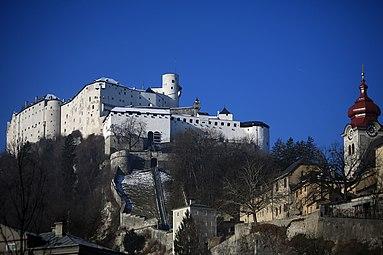 Hohensalzburg 1-2-2014 f Reißzug Stift Nonnberg.jpg