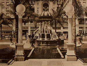 Horton Plaza and Broadway Fountain - Fountain in 1915
