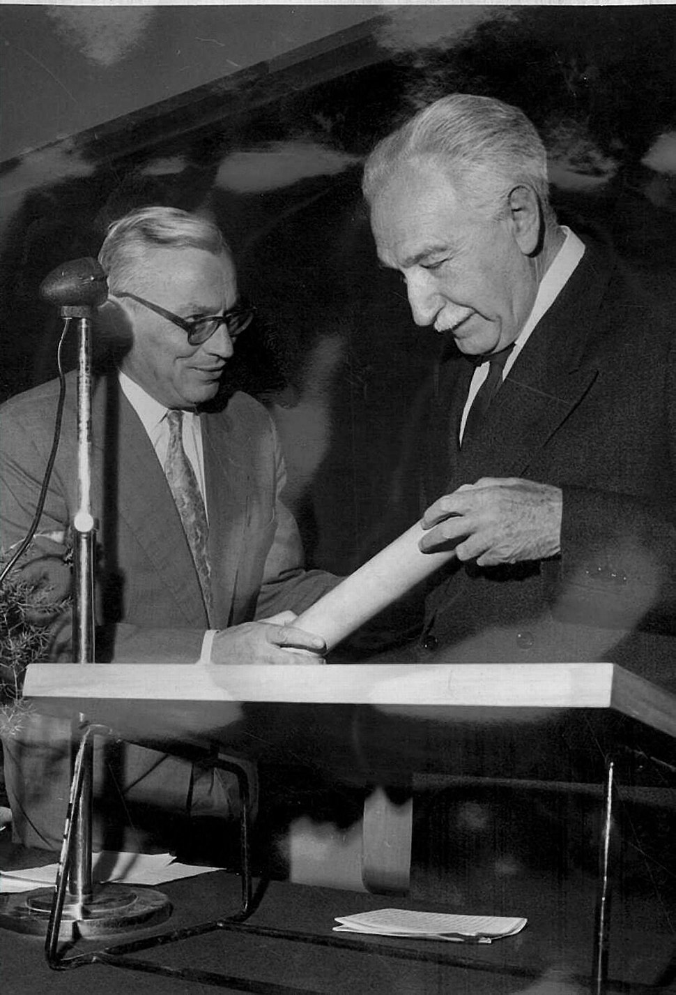 Hugo Bergman receives Honorary Doctorate from the Hebrew University of Jerusalem 1959 a