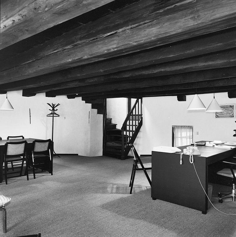 Huis met gepleisterde gevel met rechte kroonlijst for Interieur amersfoort