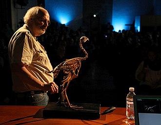 Jack Horner (paleontologist) - Horner with a bird skeleton