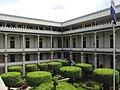 Jardin principal del Castillo del PNC en el Centro Historico de San Salvador.JPG