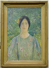 Jeune femme à la robe fleurie