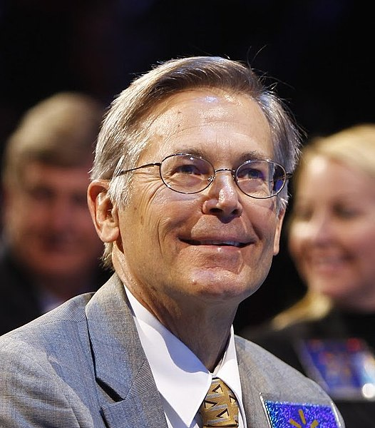 File:Jim Walton attends shareholders meeting.jpg - Wikimedia Commons