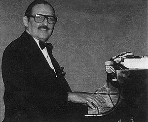 Julio Gutiérrez (musician) - Julio Gutiérrez on piano.