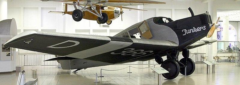 현대식 비행기 개념을 도입한 Junkers F.13