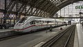 Köln Hbf ICE-4 9013 rijdt het station binnen - Flickr - Rob Dammers.jpg
