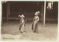 KITLV 3933 - Kassian Céphas - Wayang topeng performance in the house of the patih Yogyakarta - Around 1885.tif