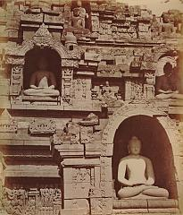 KITLV 90003 - Isidore van Kinsbergen - Buddhas and carvings on the west side of the Borobudur near Magelang - Around 1900.tif