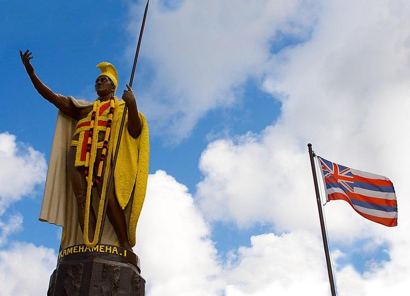 File:Kamehameha Statue and flag.jpg