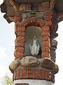 Kapliczka z figurką Maryi Niepokalanej..jpg
