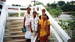 Karen women at Kyaikkami Ye-Le Pagoda.jpg