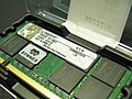 Kingston KVR800D2S5-2G in box with Synnex sticker 20090617.jpg