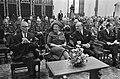 Koningin Juliana op wetenschapscongres in Haagse Ridderzaal. Links van Hare Maje, Bestanddeelnr 921-2387.jpg