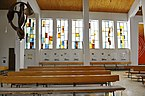 Krumpendorf_Pfarrkirche_heiliger_Georg_Glasfenster_Ostseite_09032013_202.jpg