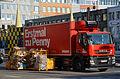 Kurt-Schumacher-Straße Hannover Erst mal zu Penny wirbt der Iveco Carrier Laster beim Verpackungs-Recycling mit zusammengeklappten REWE-Behltern.jpg