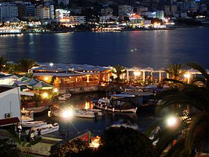 Kuruku29 - Saranda at night.jpg