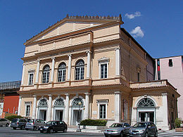 L'Aquila -Teatro comunale- 2007-by-RaBoe- 47.jpg