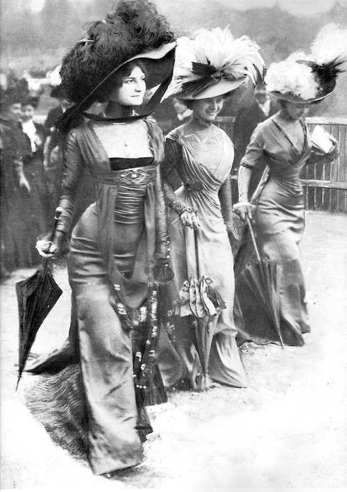 Ladies at Longchamp 1908
