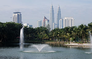 English: Lake Titiwangsa Park is one of the ma...