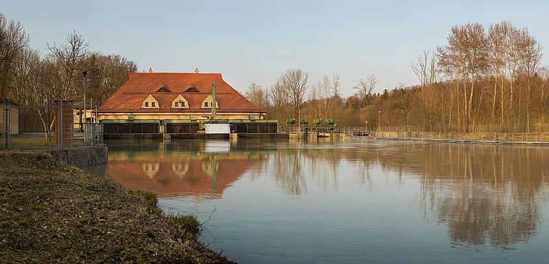 File:Laufwasser Kraftwerk Isarwerk1.jpg