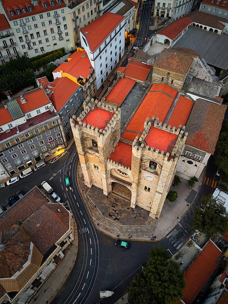 Vue aérienne de la cathédrale Sé à Lisbonne - Photo de Deensel