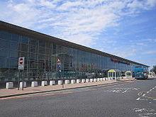 L'aeroporto John Lennon visto dall'esterno.