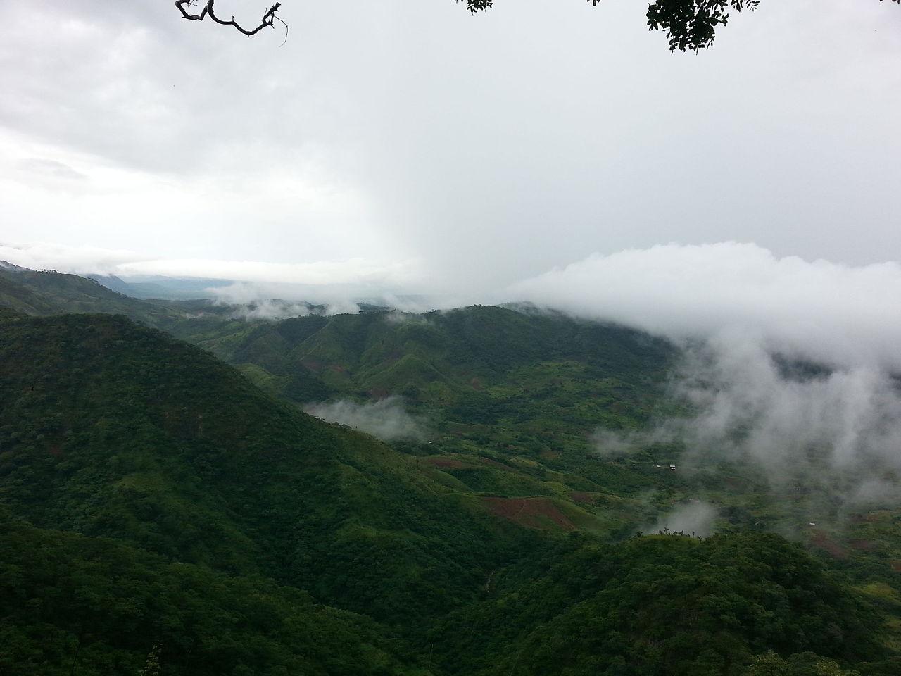 Pegunungan di Malawi Utara selama musim hujan