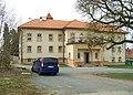 Lochkov, zámek, severní křídlo.jpg