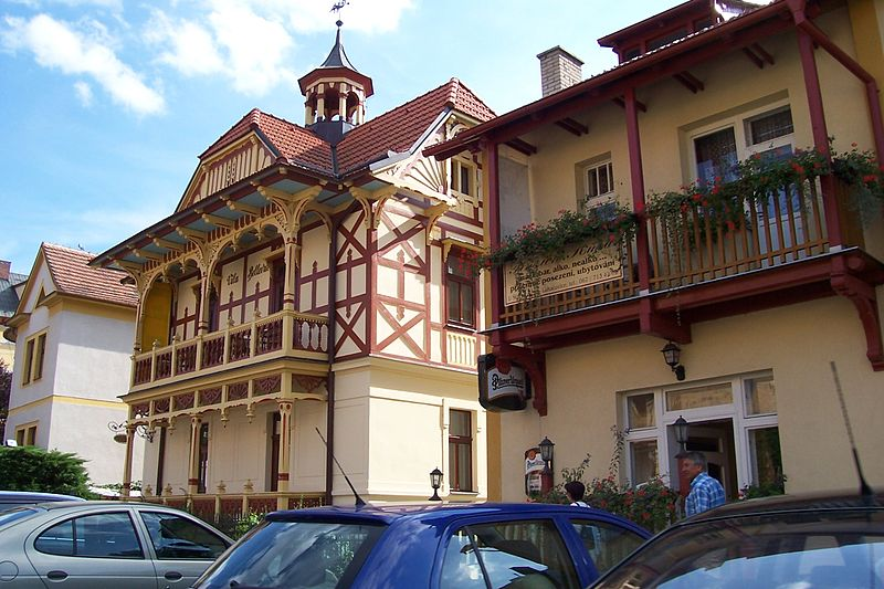 File:Luhačovice, Bellevue.jpg