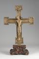 MCC-42003 Christus aan het kruis met achterop medaillons met Lam Gods en symbolen van evangelisten (1).tif