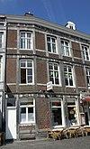 foto van Hoekhuis met lijstgevels.