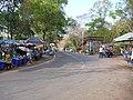 Maha Chedi Chai Mongkhol shops outside - panoramio.jpg