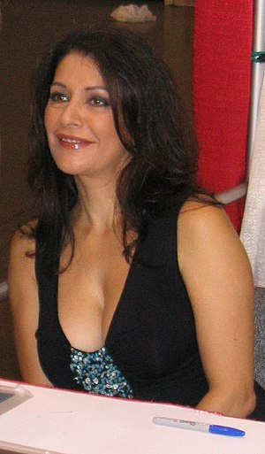 Encounter at Farpoint - English actress Marina Sirtis originally gained the role of Security Chief Macha Hernandez